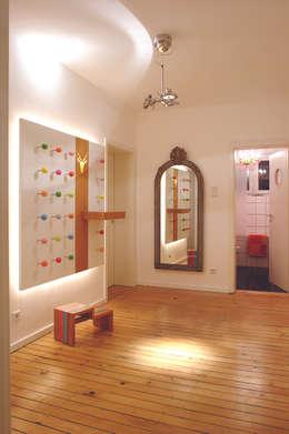 """Designgarderobe Punkt """"Made by Tricform"""": moderne Kinderzimmer von tricform"""