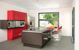 Cozinhas modernas por b2 böhme PROJEKTBAU GmbH