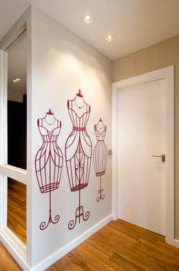 Projekty,  Ściany i podłogi zaprojektowane przez Blank Interiors