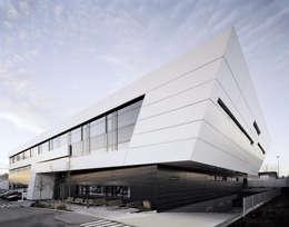Complessi per uffici in stile  di Gellink + Schwämmlein Architekten
