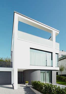Haus V: moderne Häuser von Scherhorn Architekten