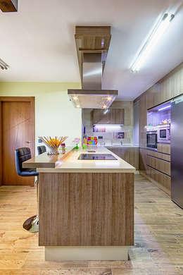 Cocinas de estilo moderno por COCINAS CASTILLO