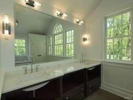 New Canaan, USA: Salle de bains de style  par Lichelle Silvestry Interiors