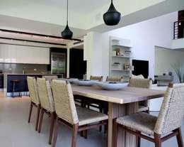 Ritz Carlton Dorado East, Puerto Rico: Salle à manger de style de style Moderne par Lichelle Silvestry Interiors