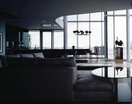 Marco Polo Tower : moderne Wohnzimmer von Davide Rizzo
