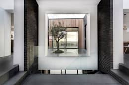 Corridor & hallway by AR Design Studio
