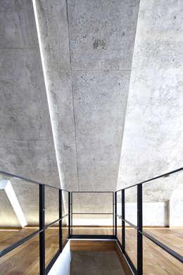 Gang en hal door Peter Haimerl . Architektur