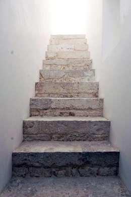 Projekty,  Korytarz, hol i schody zaprojektowane przez (dp)ªSTUDIO