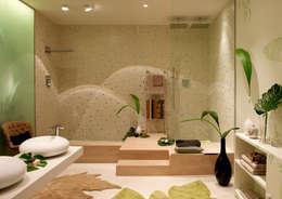 Bagno in stile in stile Mediterraneo di BARASONA Diseño y Comunicacion