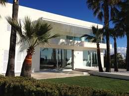 Casas modernas por Fincas Cassiopea Group