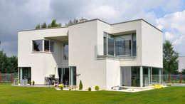 Projekty, nowoczesne Domy zaprojektowane przez NUX Edward Dylawerski