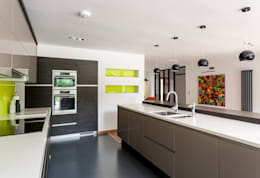 The Spinney- Renovation, Surrey: modern Kitchen by Designcubed