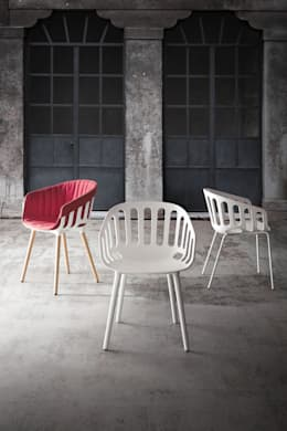 """""""BASKET CHAIR"""" for Gaber: Sala da pranzo in stile  di Alessandro Busana Designstudio"""