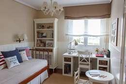 Dormitorios infantiles de estilo clásico por Dec&You