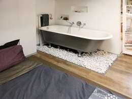 La vasca: Bagno in stile in stile Moderno di Spazio 14 10 di Stella Passerini