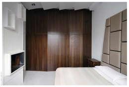 Penthouse bioclimatica  a forma di cappello. : Camera da letto in stile in stile Eclettico di Garbadellarchitetti