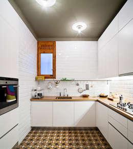 Cucina in stile  di Anna & Eugeni Bach