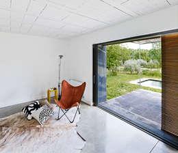 Salas de estilo  por Anna & Eugeni Bach