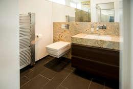 Salle de bains de style  par Pientka - Faszination Naturstein