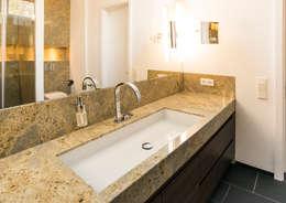 Baños de estilo moderno por Pientka - Faszination Naturstein
