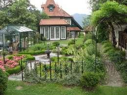Hausgarten in Aflenz-Kurort, Steiermark: klassischer Garten von KAISER + KAISER - Visionen für Freiräume GbR