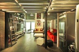Pablo Echávarri Arquitectura: endüstriyel tarz tarz Oturma Odası