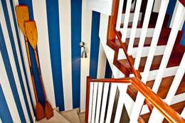 Pasillos y vestíbulos de estilo  por www.rocio-olmo.com