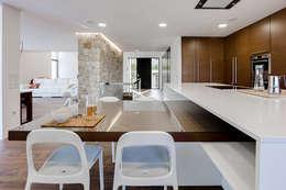 Cocinas de estilo minimalista por Chiralt Arquitectos