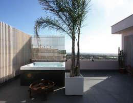 casa t: Terrazza in stile  di Piano B Architetti Associati