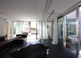 casa t: Soggiorno in stile  di Piano B Architetti Associati