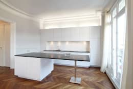 Cucina in stile in stile Moderno di FELD Architecture