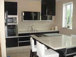 Cocina de estilo  por Tatiana Doria,   Diseño de interiores