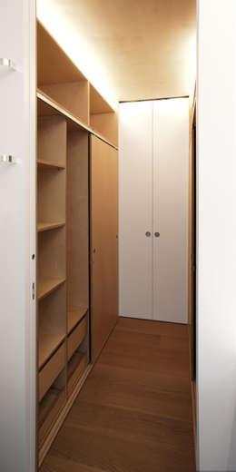 Ruang Ganti by Giorgio Pettenò Architetti
