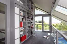 modern Study/office by DAVINCI HAUS GmbH & Co. KG
