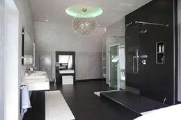 Baños de estilo moderno por Bolz Licht & Design GmbH