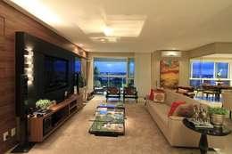 Home: Sala de estar  por CASA Arquitetura e design de interiores
