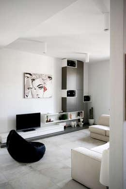 casa MS_SM: Soggiorno in stile in stile Moderno di msplus architettura