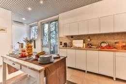Cocinas de estilo clásico por Bologna Home Staging