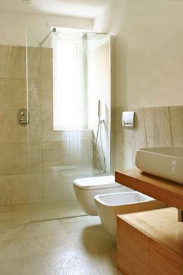 Mille idee per il bagno - Bagno con doccia davanti finestra ...