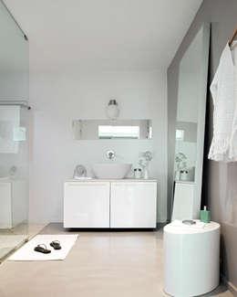 Salle de bains de style  par Octavio Mestre Arquitectos