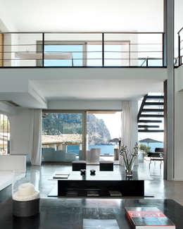 Salon de style de style Minimaliste par Octavio Mestre Arquitectos