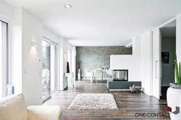TANZ AUS DER REIHE: moderne Wohnzimmer von ONE!CONTACT - Planungsbüro