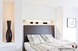 TANZ AUS DER REIHE: moderne Schlafzimmer von ONE!CONTACT - Planungsbüro