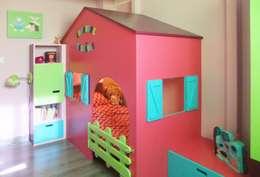 Stanza dei bambini in stile in stile Moderno di HOME feeling