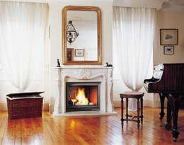 Cheminée Villandry: Salon de style de style Classique par GROUPE SEGUIN DUTERIEZ