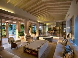 Salas de estar rústicas por Artigas Arquitectos