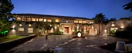 Fachada : Casas de estilo rústico por Artigas Arquitectos