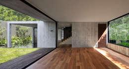 Salas de estilo moderno por © Sandra Pereznieto