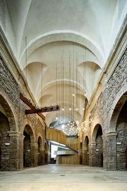Museos de estilo  por Dc arquitects