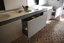 Cucina in stile in stile Moderno di Trestrastos
